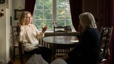 Margarethe von Trotta (th.) taler med Liv Ullmann om Ingmar Bergman, der både var Ullmanns instruktør påmange film og nære ven og elsker i mange år.
