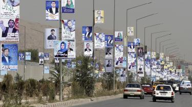 Valgplakaterne er klar på den første kampagnedag d. 28. september. I morgen går afghanerne så til valg –uden Taleban på stemmesedlen, men det virker ikke længere som nogen umulighed, efter at parterne er begyndt at nærme sig hinanden.