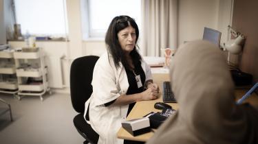 Man hører jo ting hist og pist, men kvinderne, der kommer her, er blevet omskåret, før de er kommet til Danmark. Jeg ser det ikke hos den unge generation, siger Amneh Hawwa om sine patienter.