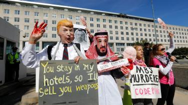 Aktivister protesterer mod Trumps manglende sanktioner mod Saudi-Arabien.