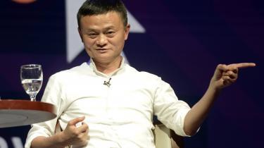 Den kinesiske e-handelsgigant Alibaba – med Jack Ma, verdens 20. rigeste mand,i spidsen – får nu dansk udviklingsbistand til at gøre sit firmaspakkeudbringning grønnere.
