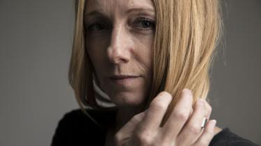 Da Tina Borum skulle modtage kemoterapi fyldte det ventede hårtab rigtig meget. Derfor spurgte hun flerer gange før kemoterapien, om der var mulighed for, at hun kunne prøve behandlingen med kølehætter af, men hun blev affejet.