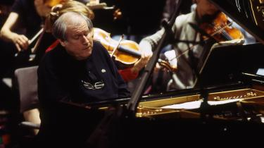 Den russiske pianist Grigory Sokolov spiller både Schubert, Rameaus, Chopin og Beethoven på forrygende vis, skriver Informations anmelder.
