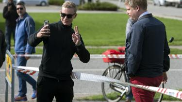 Ikke så få spørger, om de må tage en selfie med partiføreren. Det må de gerne, skriver kronikøren. Billedte her er fra Rasmus Paludans besøg i Fredericia.