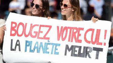 """»Let røven! Planeten er ved at dø."""" Sådan kan man også sige det. Klimademonstration i den franske by Nantes."""