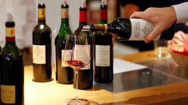Måske er det bare et stort verdensomspændende opspind, at der findes 'noter af lakrids og blomme' i rødvin.