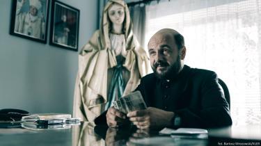 Den polske skuespiller Arkadiusz Jakubik spiller præst i filmen»Kler«afWojciech Smarzowski, der erdenfjerde mest sete film i Polen siden 1989 – med935.000 solgte billetter.