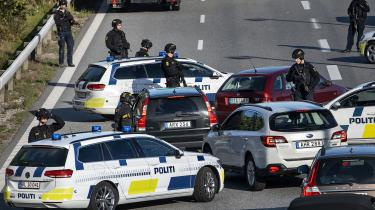 Den iransk-arabiske dissidentorganisation ASMLA tog skylden for et terrorangreb på en militærparade den 22. september i Iran, der førte til 25 dræbte og 70 sårede. Dengang lovede præstestyret 'beslutsom gengældelse', og meget tyder på, at sagen fra Ringsted – der den 28. september lammede trafikken på motorvejen mellem København og Jylland – har forbindelse til dette løfte.