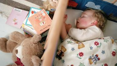 Det, Godnat og sov godt-metoden dybest set prøver at lære forældre, er,at adskillelse er en del af livet, og i søvnen adskilles vi fra vores forældre. Ingen vil vel hævde, at man skal sove i samme seng som sine forældre helt op i teenageårene