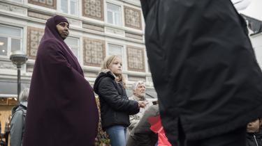 Borgere i Odder protesterede for nylig mod inddragelsen af en somalisk families opholdstilladelse. Det er en af de sager, hvor Udlændingeservice ifølge jurister har ageret »klart ulovligt«