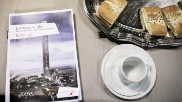 Bestseller vil ikke svare på, hvad meningen med tårnet er. Men selv uden et formål er det allerede en folkelig succes i byen.