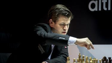 Carlsen er udstyret med det, man på klingende norsk kalder en klisterhjerne, og har desuden et enestående blik for de strukturer, der opstår på brættet under spillet.