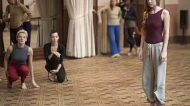 I rollen som Susie Bannion danser Dakota Johnson, så blodet springer i Luca Guadagninos 'Suspiria'.