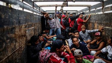 Alene i 2018 har 2,3 mio. venezuelanere forladt deres kriseramte lande, og hver dag mellem 2700 og 4000 af dem til Ecuador, og det har fået politikerne i Ecuador til stik imod landets lovgivning at stramme de adgangskrav, der stilles til venezuelanske statsborgere.