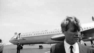 At tilstræbe fortsat vækst har været den etablerede position, ledestjernen for økonomisk politik siden Anden Verdenskrigs afslutning. Men selv fra højeste sted er der gennem 50 år blevet sat spørgsmålstegn ved doktrinen. Daværende senator og præsidentkandidat i USA Robert F. Kennedy kritiserede i 1968 i en opsigtsvækkende tale jagten på BNP-vækst.