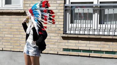 Bør der være begrænsninger for, hvad man må klæde sig ud som? Det spørgsmål trænger sig ofte på, når den identitetspolitiske debat raser.