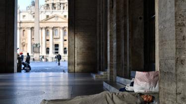 Striden handler om, hvorvidt Italien kan få lov til at få en ny gældsættelse på over to procent i 2019, som angiveligt skal sikre en vækst på 1,5 procent i landet, der i årevis har oplevet recession og tårnhøj arbejdsløshed.