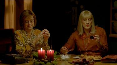 Nanna Søndergaard Larsen og hendes mor, Elna, griner af mange af de samme ting i 'Rytteriets Jul'