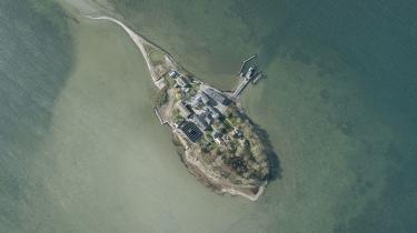 Regeringen vil sende udlændninge på tålt ophold til øen Lindholm i Stege Bugt. Øen benyttes i dag til et forsøgscenter under DTU, der rydder øen i 2019, så den kan blive omdannet til et udrejsecenter.