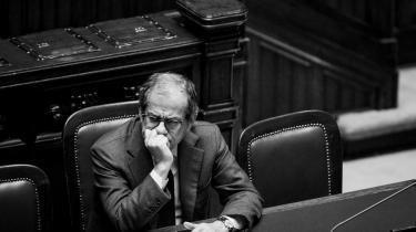 Italiens økonomiminister, Giovanni Tria, har anlagt en bekymret mine under en parlamentsdebat om den italienske finanslov. For der er ingen demokratisk eller økonomisk 'gode' svar på krisen mellem EU og Italien.