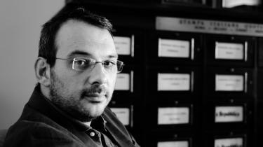 En flok livvagter er flyttet ind i Paolo Borrometis liv. Den sicilianske redaktør har skrevet mange kritiske artikler om mafiaen – og det har haft sin pris.