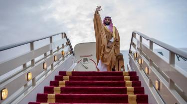 Den unge prins Mohammed bin Salman på en af sine charmeoffensiver. Da han som 29-årig i 2015 blev udnævnt som forsvarsminister, blev han den yngste person på den post nogensinde.