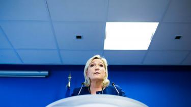 »Det land, der underskriver den pagt, underskriver en pagt med djævlen,« sagde Marine Le Penpå et møde i Belgien i lørdags om FN's migrationspagt.