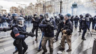 De Gule Vestes optøjer i Paris har fået den franske præsident Macron til at indføre skattelettelser, der kan medvirke til en fransk statsgæld på over 100 proncent.
