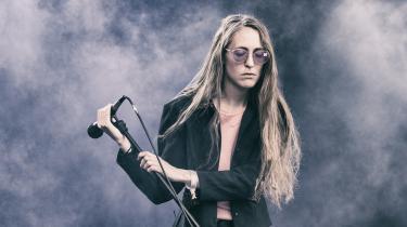 Forsangeren fra 'Chinah',Fine Glindvad,på Tinderbox Fesitval i 2017.