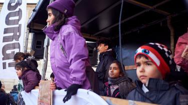 Over hundrede beboere fra Sjælsmark var den 20. november mødt frem foran Christiansborg i protest mod forholdene på udrejsecentret. Det er blot én af en række protester.
