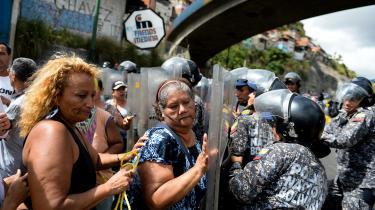 90 procent af indbyggerne er fattige i det land, der engang hørte til Latinamerikas rigeste. For venezuelanerne blev frugterne af 'det 21. århundredes socialisme' forarmelse, sult, hyperinflation og masseudvandring – og en humanitær humanitære krise, der er uden sidestykke i moderne latinamerikansk historie