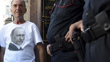 Sikkerhedsopbuddet har været stort uden for retsbygningen i Podgorica, hvor 14 mænd, heriblandt to russere, står anklaget for at have planlagt et kupforsøg mod den montenegrinske regering.