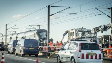 Seks personer omkom, og 16 blev såret ved togulykken på Storebæltsbroen tidlig onsdag morgen.