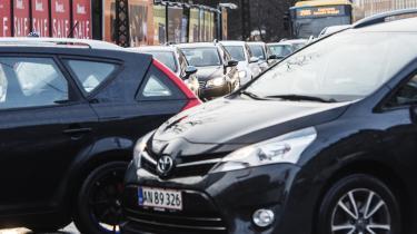 Højere bilafgifter, parkeringsafgifter, roadpricing og miljøzoner har ikke for alvor forhindret forurening og trængsel. Alt tyder derfor på, at det mest effektive middel vil være oprettelse af bilfri zoner, skriver dagens kronikør.