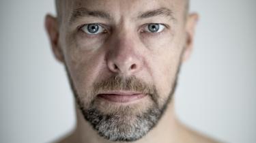 Meditationens ironman. Således omtales det vipassana-kursus som forfatteren Niels Lyngsø ti dage i 'ædel tavshed' deltog i. Det var hårdt, men han kom ud med en ny forståelse af tilværelsen, psykologisk, filosofisk og spirituelt