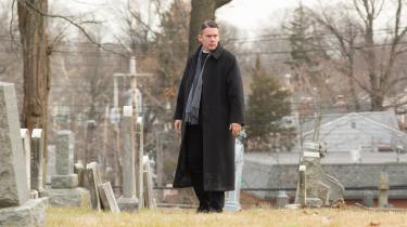 Ethan Hawke spiller en tvivlende præst, fader Toller, i Paul Schraders visuelt og fortællemæssigt spartanske og humanistiske drama 'First Reformed'.