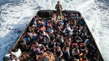 I dag dør der gennemsnitligt én migrant eller flygtning, hver gang otte forsøger at krydse Middelshavet. Det er markant flere end tidligere. Billedet er af den libyske kystvagt, der transporterer migranter og flygtninge tilbage til Libyen.