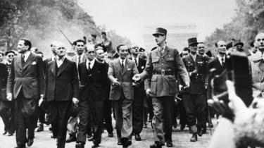 De Gaulle ved Paris' befrielse i august 1944. Han var meget bevidst om at ankomme først og uden britisk ledsagelse for at understrege sit rolle som Frankrigs befrier.