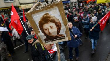 For 100 år siden blev Rosa Luxemburg myrdet. I Berlin blev det markeret ved en march tilLuxemburgs grav.