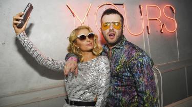 Paris Hilton til premiere på 'Det amerikanske meme' sammen med Instagramfænomenet Kirill Bichutsky også kendt som 'Slut Whisperer'. Dokumentaren følger en række influencers på de sociale medier, hvoraf mange fra den nuværende generation forsøger at mime Paris Hilton.