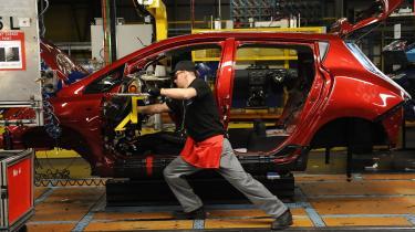 Produktionen af benzinbiler skal stoppes straks, hvis målene fra Parisaftalen skal holdes.