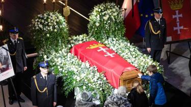 Gdansks liberale borgmester Pawel Adamowicz blev lagt for had af højrenationalistiske kredse og modtog flere dødstrusler, inden han søndag blev stukket ned på scenen til en velgørenhedskoncert. Lige nu diskuterer Polen, om mordet er en enkelt gal mands værk eller et resultat af det debatklima, regeringspartiet har indstiftet