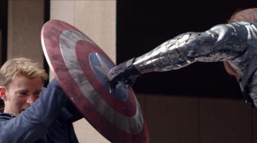 Captain America kan ikke flyve, derfor foregår mange af de gennemkoreograferede voldsscener som nævekamp i 'Captain America: The Winter Soldier' fra 2014. Det gør det meget jordnært, mener Morten Søndergaard også kendt som Marvel-Morten.