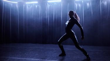 Den pulserende technomusik får nyt og anderledes liv, når danseren Nastia Ivanova giver den fysisk form. En performance, der bliver stærkere af den korte introduktion, som gik forud.