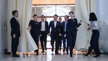 Richard Yu (i midten), der er CEO for Huawei CBG, ankommer torsdag i Beijing til en præsentation af nye 5G-produkter.