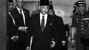Torsdag fandt affæren om den utidige abdikation i Malaysia sin aflsutning med udpegelsen af – hold godt fast – Al-Sultan Abdullah Ri'ayatuddin Al-Mustafa Billah Shah Sultan Ahmad Shah Al-Musta'in Billah til ny konge. Han bliver kronet ved en ceremoni i Kuala Lumpur den 31. januar.