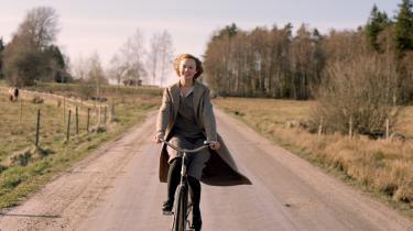 »Jeg kendte historien om Astrid og Lasse. Jeg forstod dens betydning. Men sjældent har jeg troet så meget på Astrid Lindgrens insisteren på at stå på børnenes side, som jeg gør det efter at have set denne film. Det er et mesterværk, der er mesteren værdig,«skriverAnita Brask Rasmussen.