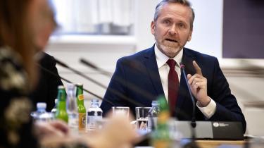 Et muligt forestående statskup i Venezuela, anført af en ukendt politiker, får opbakning fra den danske udenrigsminister Anders Samuelsen (LA), der mener, at krisen i landet skyldes »socialistisk misrøgt«. Den analyse er forsimplet og forkert