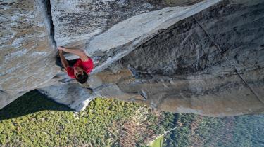 Alex Honnold klatrer i Yosemite National Park i Californien.
