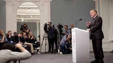 Der er ikke meget at glæde sig over for statsministeren for tiden. Hans forslag til en sundhedsreform møder modstand fra baglandet, og Socialdemokratiet og Dansk Folkeparti er ved at finde sammen.